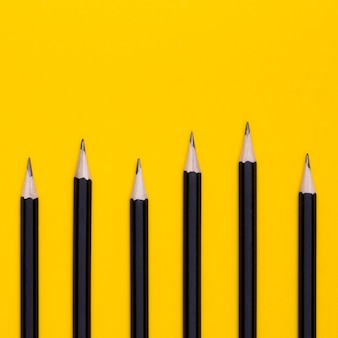 Lay plat de crayons de bureau
