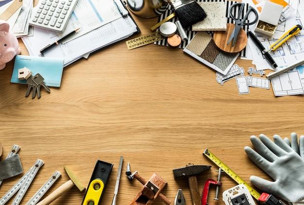 Lay plat de divers outils de technicien isolé