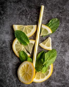 Lay plat de fruits pour cocktail d'été