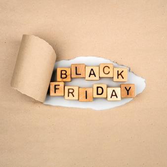 Lay plat de mot vendredi noir sur papier kraft