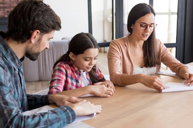 Leçon de famille pour faire de l'origami