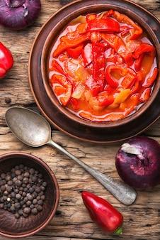 Lecso plat classique de la cuisine hongroise