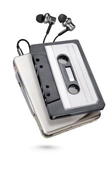 Lecteur de cassettes portable métallique avec écouteurs isolés