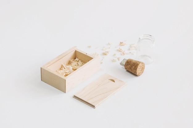 Lecteur usb cork près de la boîte
