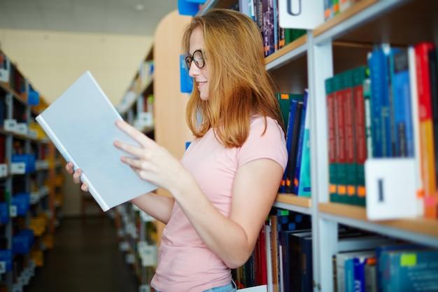 Lecture en bibliothèque