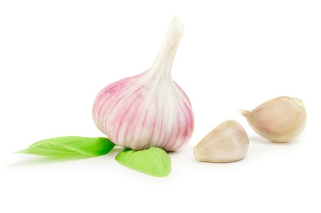 Légume ail isolé sur blanc
