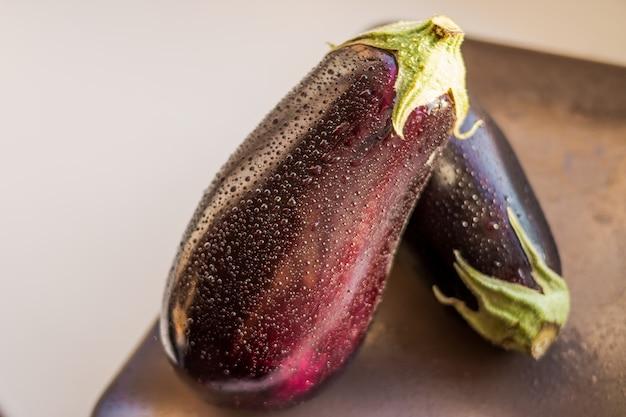 Légume aubergine ou aubergine isolé