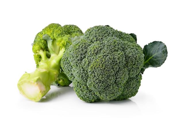 Légume brocoli isolé sur fond blanc