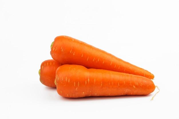 Légume de carottes isolé sur fond blanc