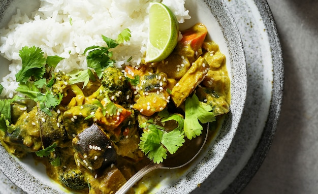 Légumes au curry avec riz