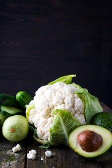 Légumes biologiques frais crus
