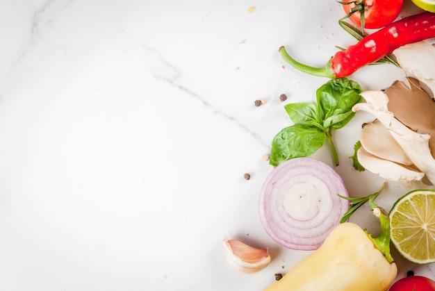 Légumes biologiques frais, herbes et épices