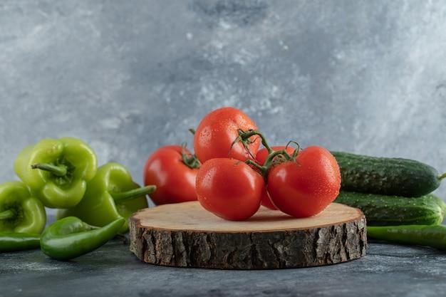 Légumes biologiques mûrs frais
