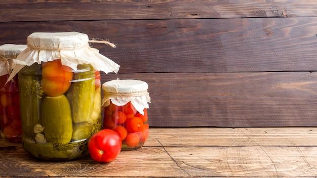 Légumes en conserve faits maison en conserve