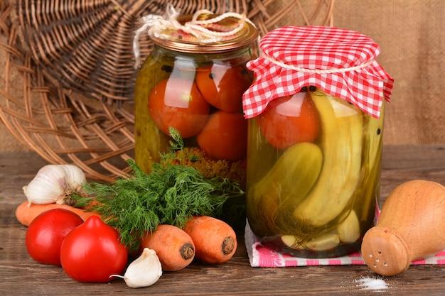 Légumes en conserve maison en conserve