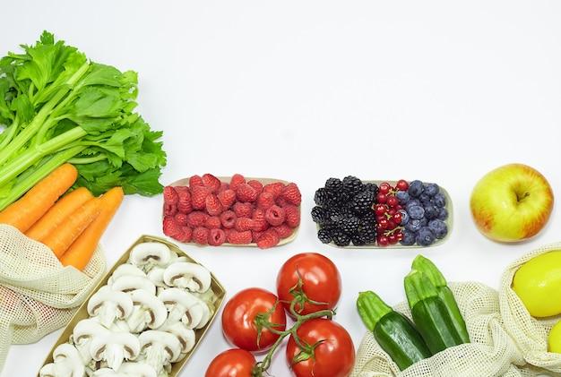 Légumes dans un sac réutilisable en filet de coton stock foto