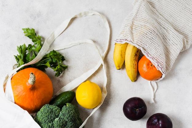 Des légumes dans des sacs bio pour un esprit sain et détendu