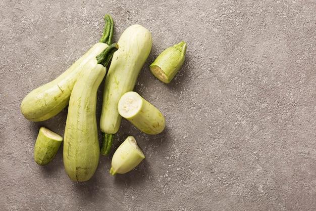 Légumes diététiques de saison aux courgettes