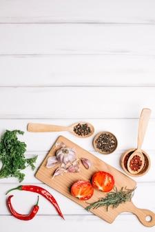 Légumes et épices à bord
