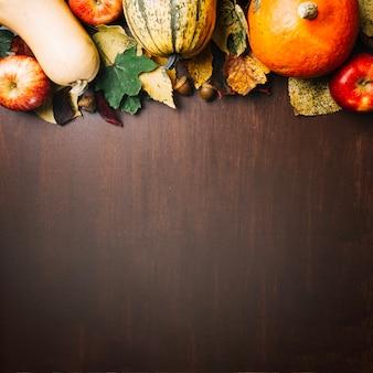 Légumes et feuilles colorés