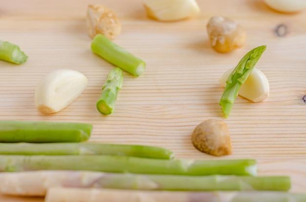 Légumes de fond de conception abstraite sur un fond en bois