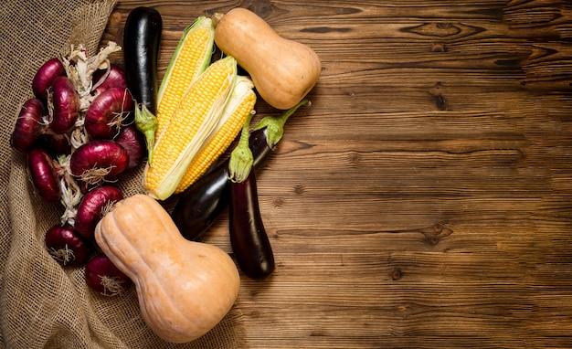 Légumes frais d'automne avec espace copie