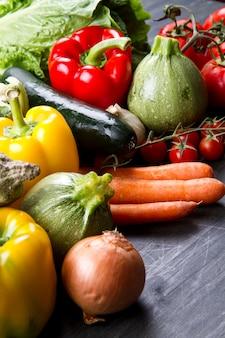 Légumes frais sur bois