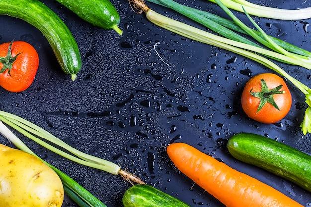 Les légumes frais pour la salade