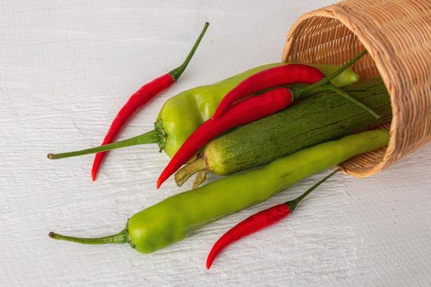 Légumes frais à préparer pour la cuisson