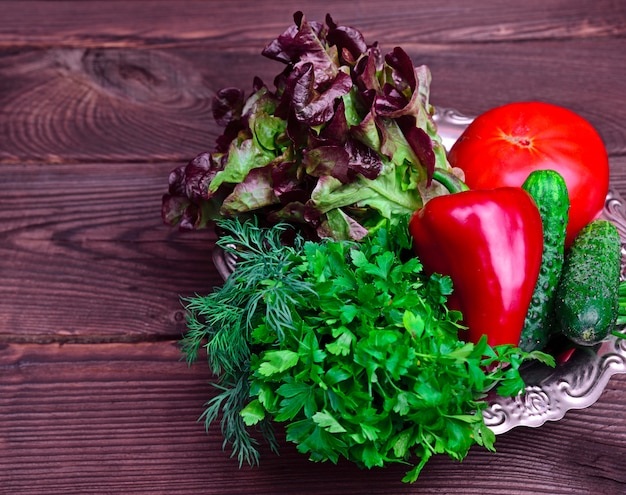 Légumes frais à la tomate, poivron rouge et persil