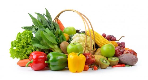Légumes et fruits sur blanc