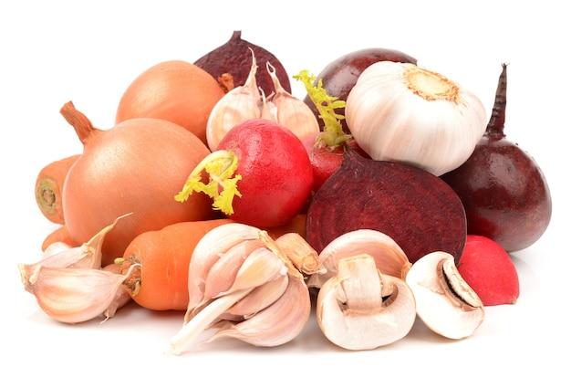 Légumes isolés sur blanc