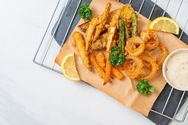 Légumes mélangés frits (oignons, carottes, petits maïs, citrouille) ou tempura