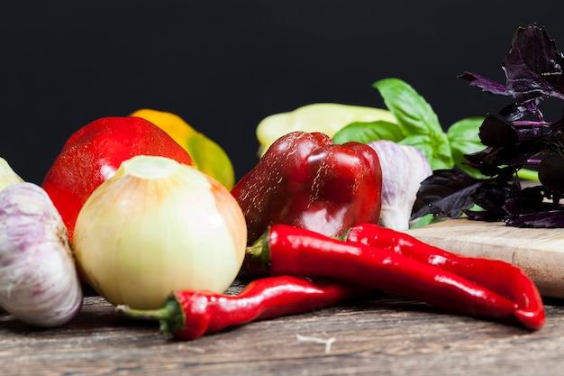 Les légumes non lavés sont utilisés pour cuisiner et manger