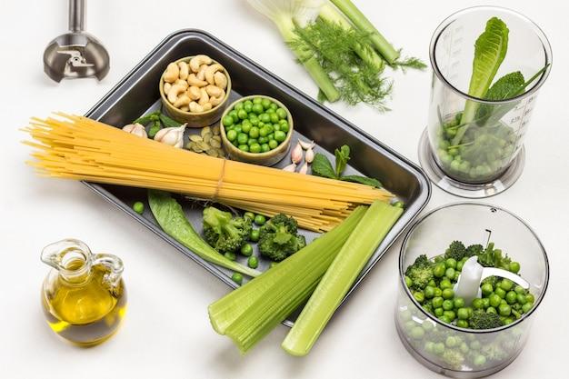 Légumes de pâtes et noix de cajou en palette