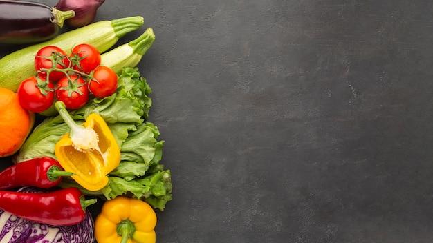Légumes à plat avec espace de copie