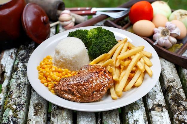 Légumes, rosbif et purée de pommes de terre