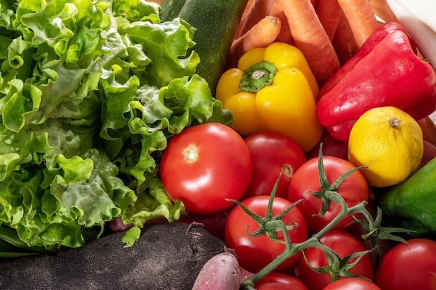Légumes de saison, tomates, poivrons et autres