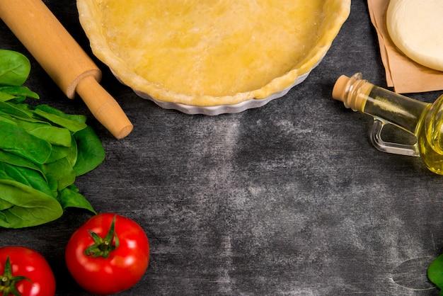 Légumes sur une surface en bois grise