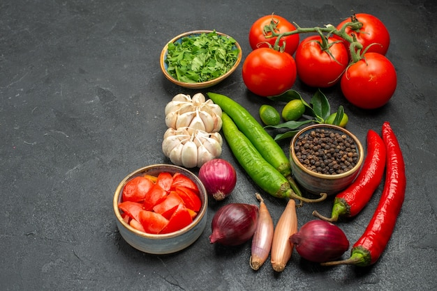 Légumes tomates piments forts ail herbes oignon épices agrumes