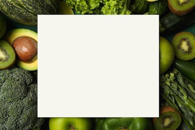 Légumes verts frais et espace pour le texte, vue de dessus