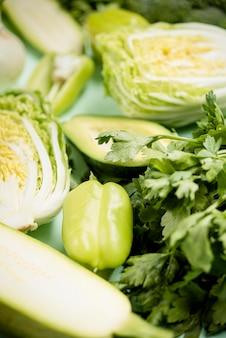 Légumes verts frais haute vue