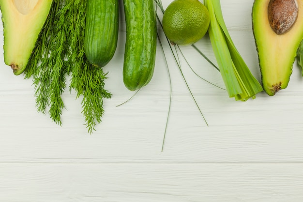 Légumes verts et herbes