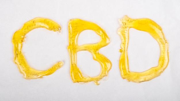 Lettrage cbd doré, extrait d'huile avec cire de cannabis.