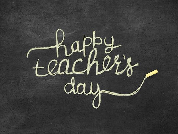 Lettrage sur le concept de la journée des enseignants heureux tableau noir
