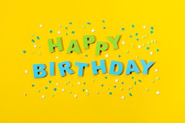 Lettrage de joyeux anniversaire dans un style papier