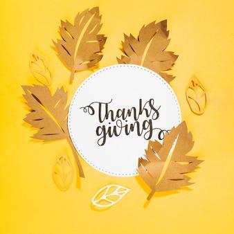 Lettrage de thanksgiving sur un cercle blanc