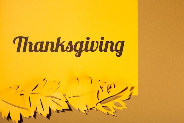 Lettrage de thanksgiving avec de grandes brochures