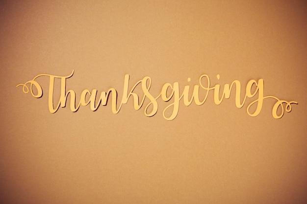 Lettrage de thanksgiving en papier