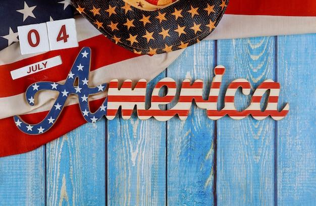 Lettre décorée de signe de l'amérique avec la fête fédérale de patriotisme du fond de drapeau américain